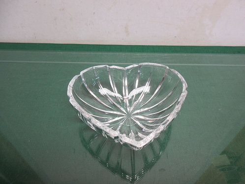 Glass heart shaped bowl 6x6""