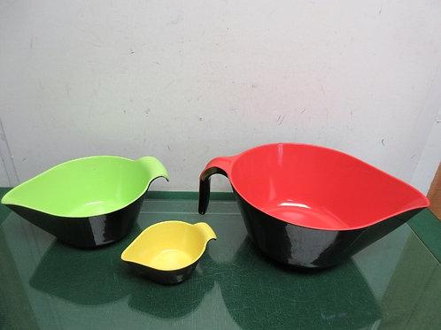 Set of 3 heavy plastic measuring bowls with handles and pour spouts, multi color