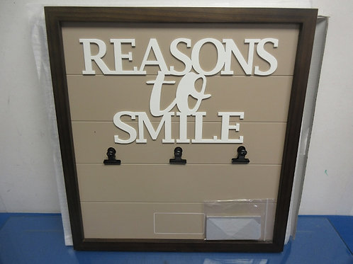"""Things Remembered wall plaque w/engraveable plaque - """"Reasons to smile"""" - new in"""