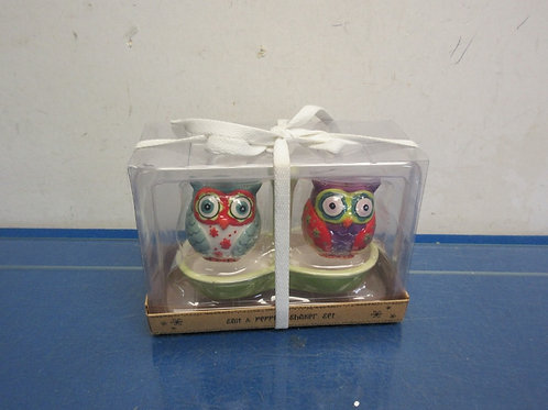 Owl salt & pepper set with caddy, New in box
