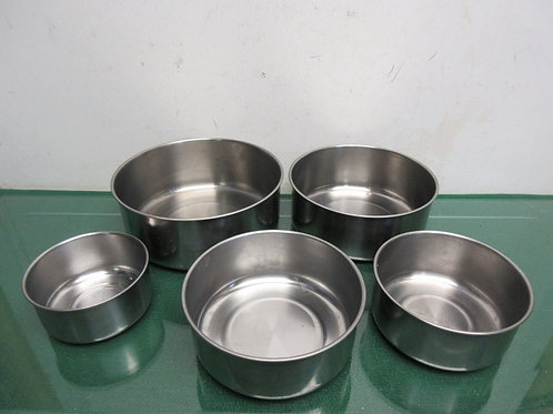 Set of 5 nesting stainless mixing bowls