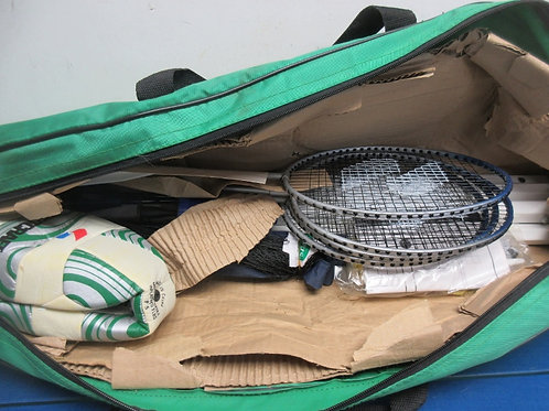 Scotts badminton set with net and volley ball, in carry bag