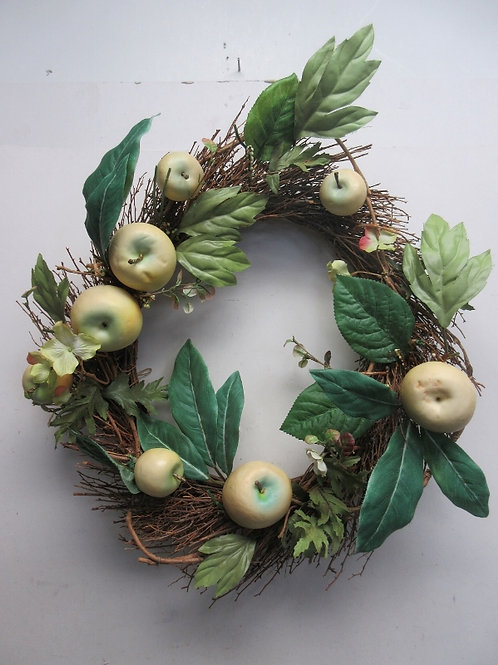 "Vine wreath with artificial apples, 18"" diameter"