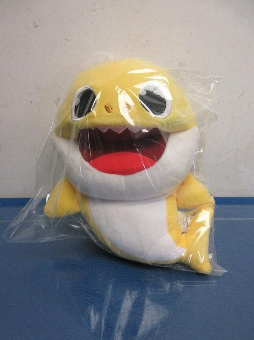 Baby shark yellow singing hand puppet