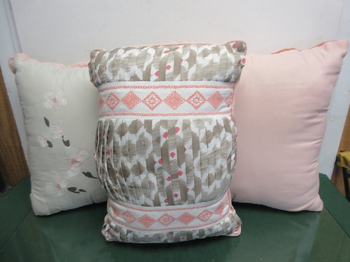 Set of 3 beige & pink accent pillows