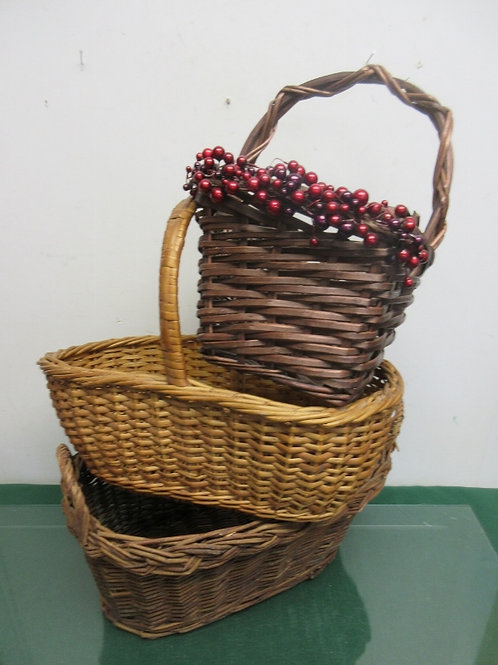 Set of 3 assorted baskets-2 oval and 1 rectangular with berries