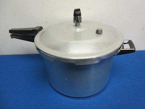 Alcan aluminum stove top pressure cooker - 8 qt