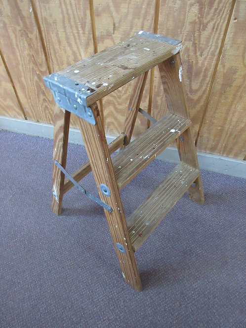 Wooden 2 step small ladder