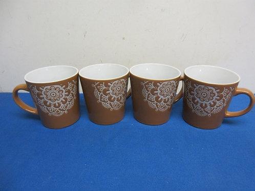 Set of 4 large beige and white mugs