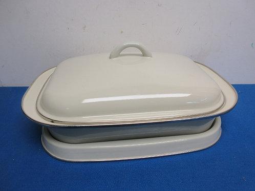 Enamel over steel 9x13 baking pan with lid, & full size trivet
