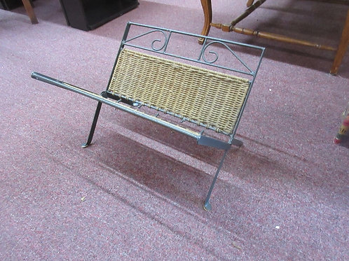 Metal and wicker folding magazine rack