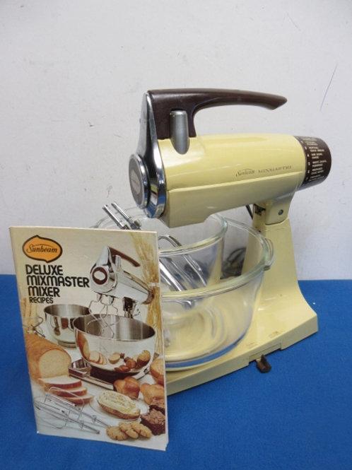 Vintage yellow sunbeam mixmaster, stand mixer, w/2 glass bowls