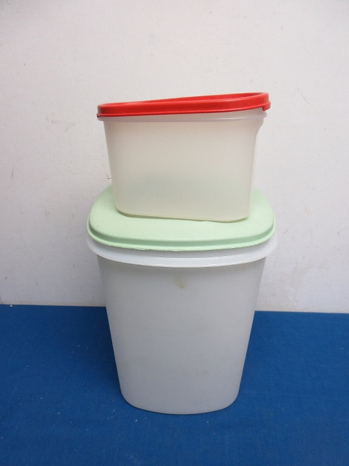 Pair of tupperware conainers, one extra large and one smaller oval