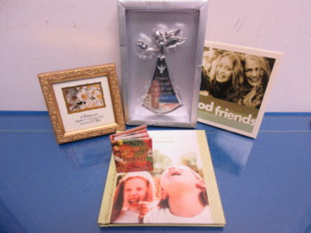Set of 5 friendship themed items, books, wall hangings