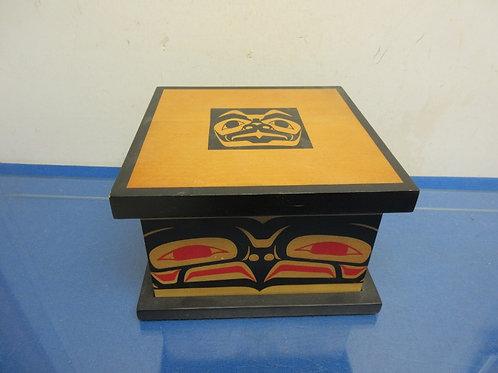 """Wooden keepsake box w/lift off lid 8x8x5"""""""