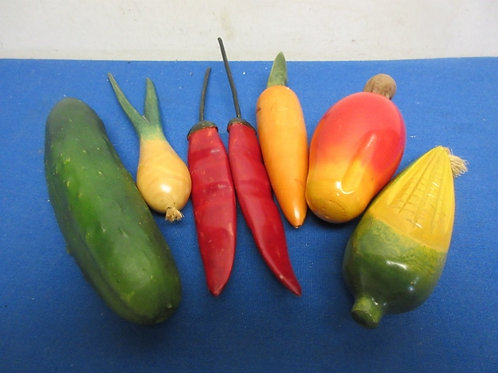 Small bag of decorative veggies, 7 pcs