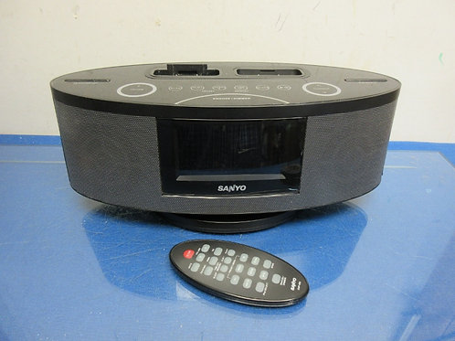 Sanyo digital clock radio/docking station with remote