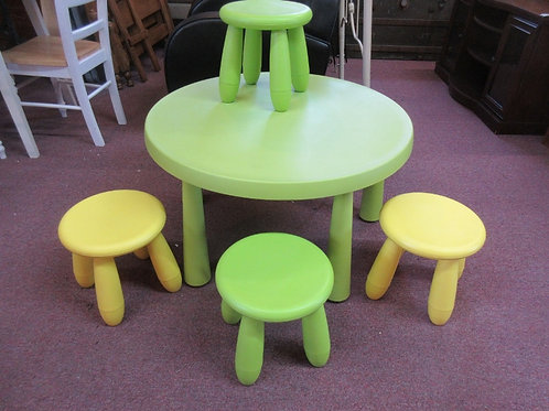 Ikea Mammut round green childs play table with 4 stools - max weight 75 pounds