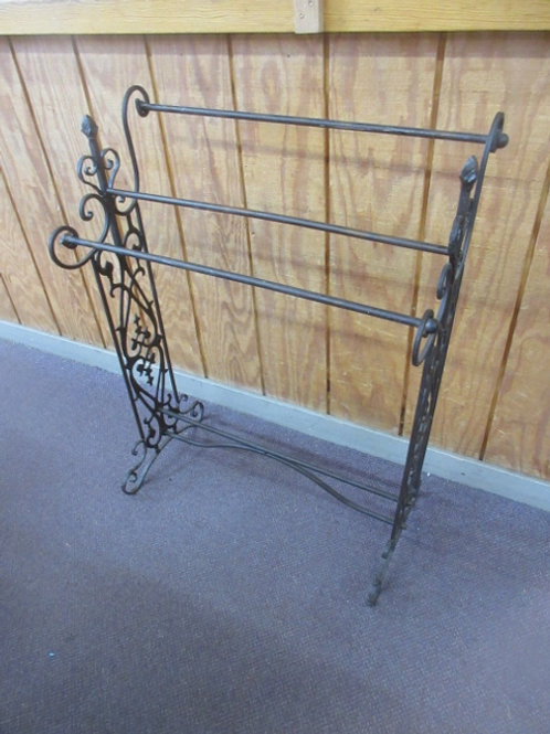 """Metal quilt rack, 15""""wide, 27"""" long and 37"""" high"""