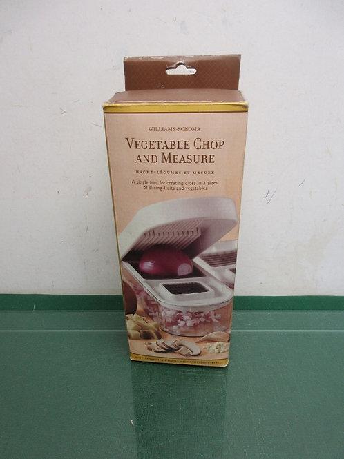 William Sonoma vegetable chop & measure