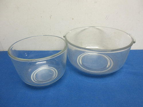 Pair of glass mixing bowls - large and medium