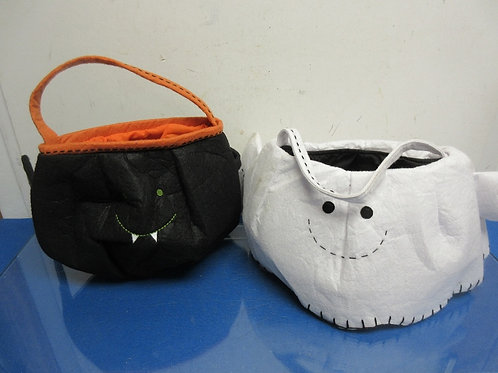 Set of 2 fabric trick or treat bags-bat and ghost