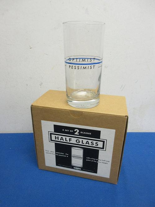 Set of 2 novelty glasses, optimist or pessimist, in box