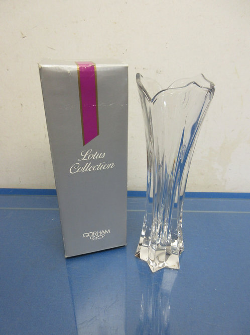 Gorham Lotus Collection leaded crystal bud vase in box