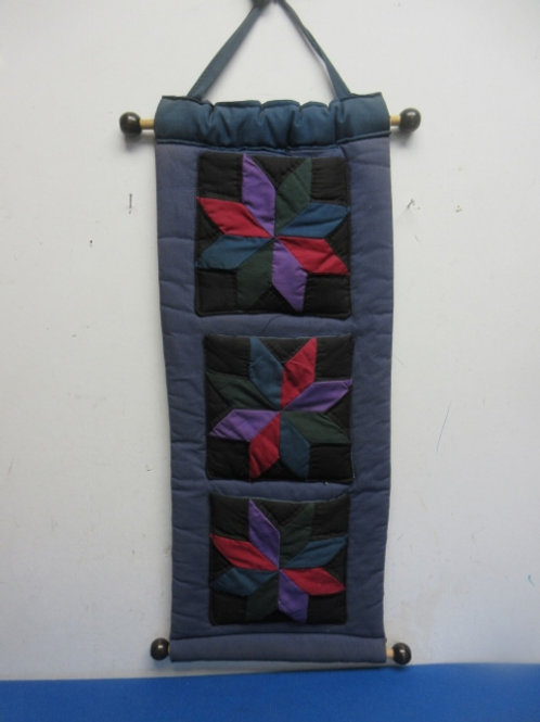 Amish 3 panel quilted wall hanging with bar