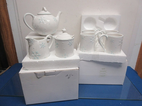 October Hill Snowflake set-teapot, set of 4 mugs, sugar/creamer
