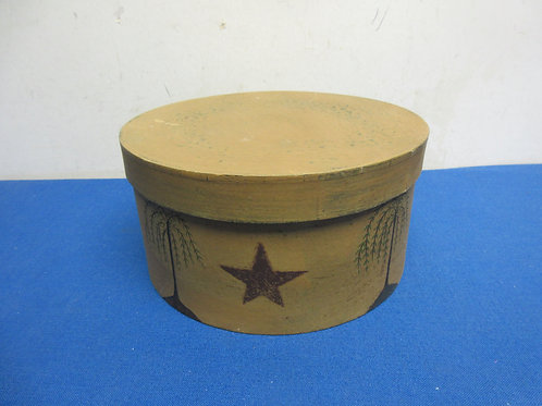Wooden round small hat box with star design