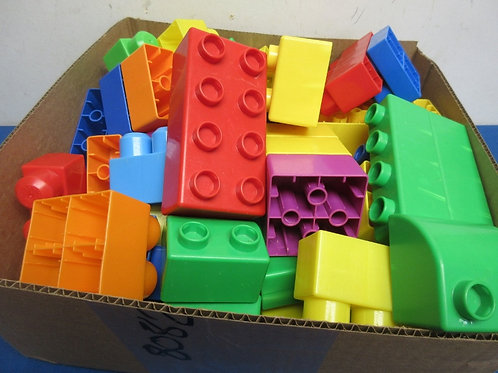 Assortment of large building blocks