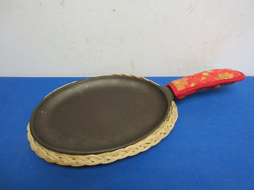 Cast iron oval pan with handle pot holder and wicker trivet