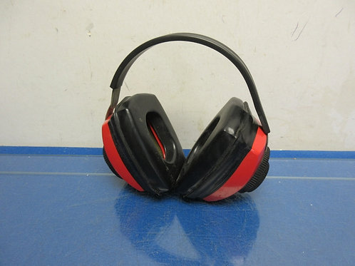 Rossi noise reduction ear protectors-black & red
