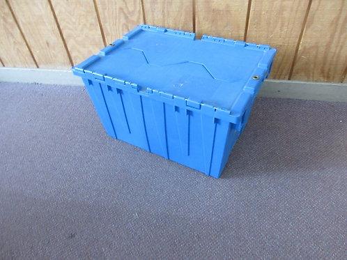 Blue heavy duty storage bin with interlocking closing lid