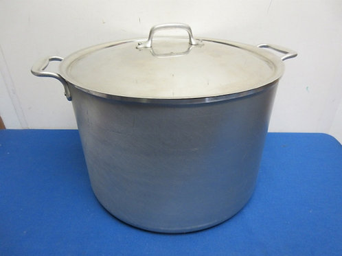 Heavy Stainless Steel 40qt stock pot with lid