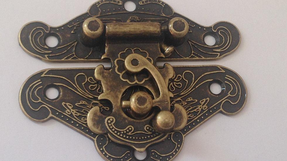 FECHO COLONIAL G ouro velho (6,5x5,5cm)