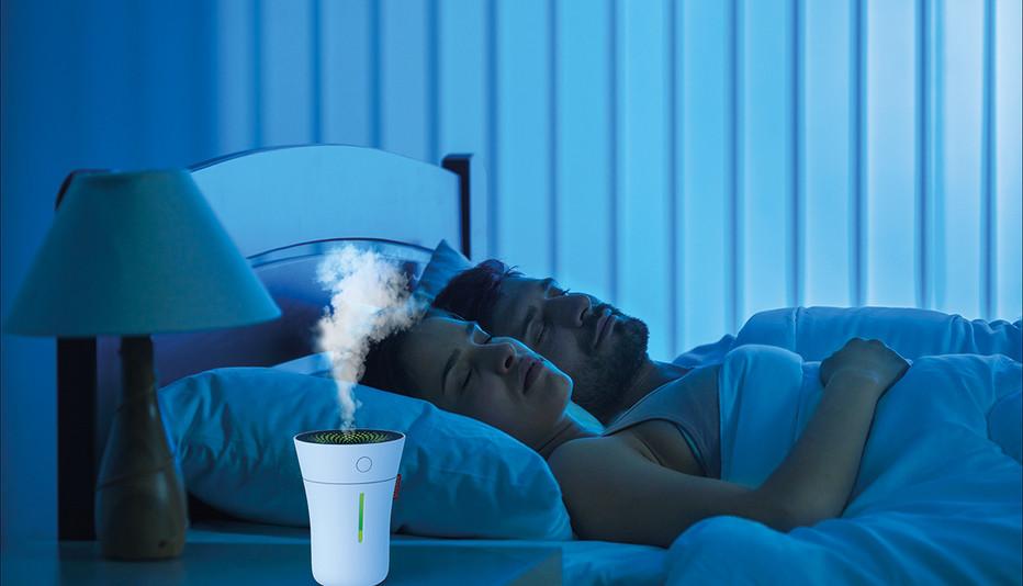 U50_BONECO_Image_Couple_Sleeping_white_l