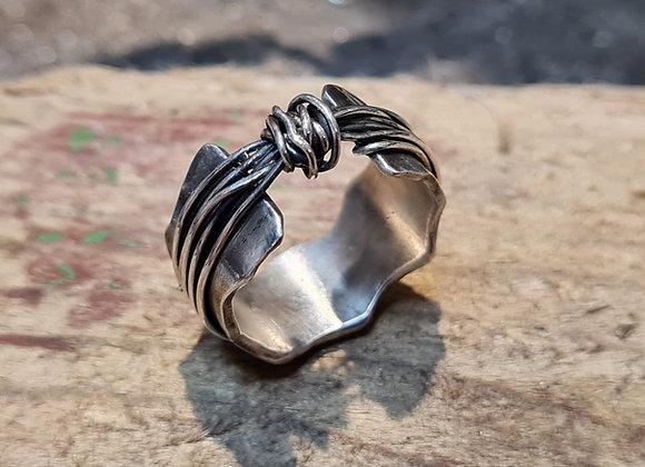 Oxidised knot ring