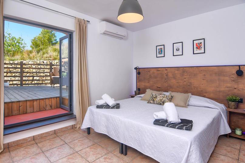 Upper level, double bedroom 2