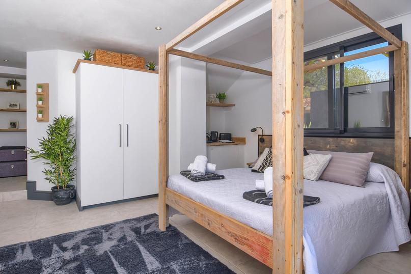 Lower level - double en-suite 1