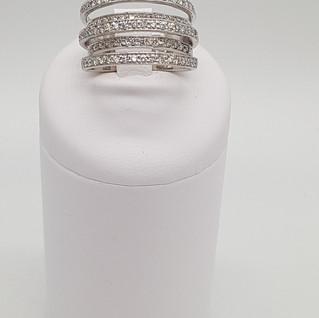 Anello oro 750°/°°. Diamanti 0,85 carati. Euro 850