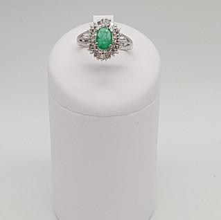 Anello Platino 900. Diamanti 0,35 carati, Smeraldo 0,80 carati. Euro 1.750