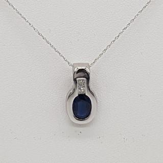 Catenina con pendente oro 750°/°°. Zaffiro 1,00 Ct, diamanti 0,10 Ct. Euro 490