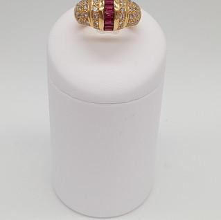 Anello oro 750°/°° - Rubini 0,67 ct - Diamanti 0,65 ct - Euro 1.400