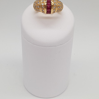 Anello oro 750°/°° - Rubini 0,67 ct - Diamanti 0,65 ct - Euro 1.400 - sconto 20% = Euro 1.120