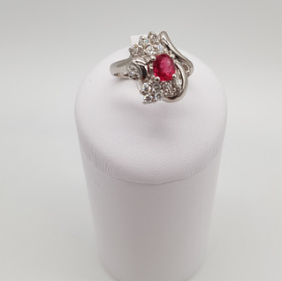 Anello in Platino 900°/oo - Rubino 0,70 ct - Diamanti 0,30 ct - Euro 1.900 - sconto 20% = Euro 1.520