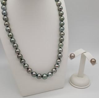 Parure collana ed orecchini perle di Tahiti - Diam 8,2 x 11 - Lungh collana 46 cm - Euro 1.450