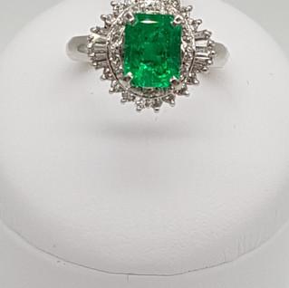 Anello in Platino 900 - Smeraldo 1,15 ct - Diamanti 0,47 ct - Euro 2.100