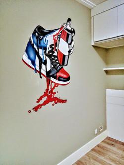 grafiti em quarto de menino teniz nike